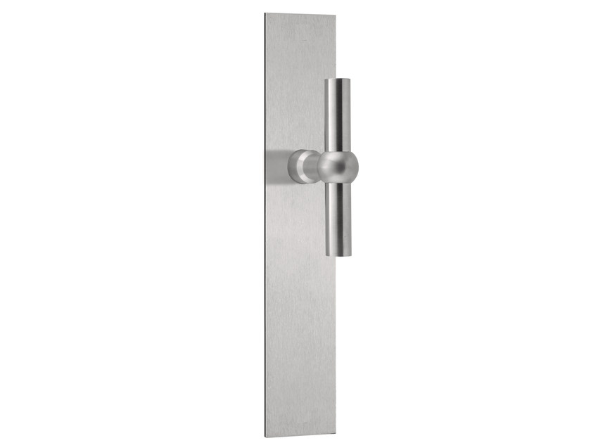 Stainless steel door handle on back plate FERROVIA | Stainless steel door handle by Formani