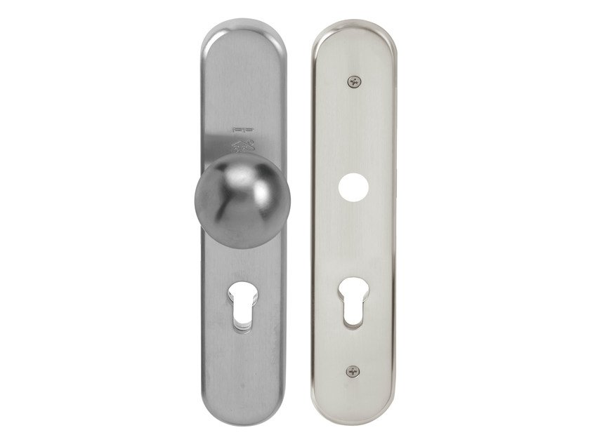 Nickel door knob on back plate TIMELESS   Door knob on back plate by Formani