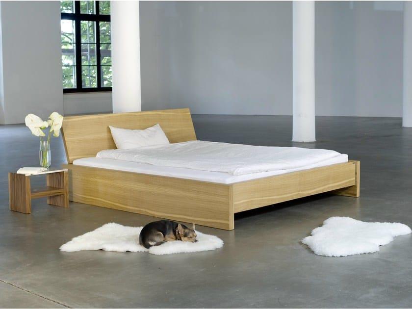 Double bed 321 | Bed by Wissmann raumobjekte