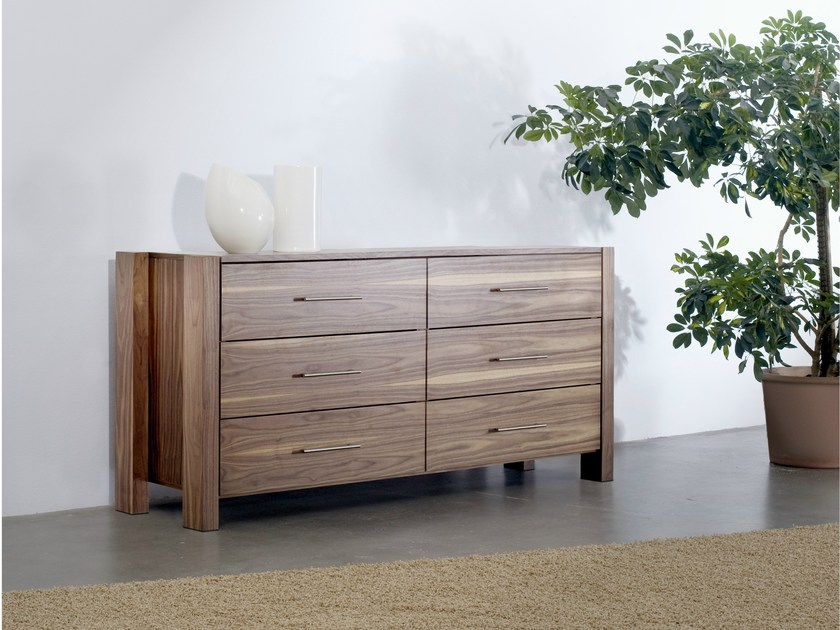 Wooden chest of drawers 340 | Chest of drawers by Wissmann raumobjekte