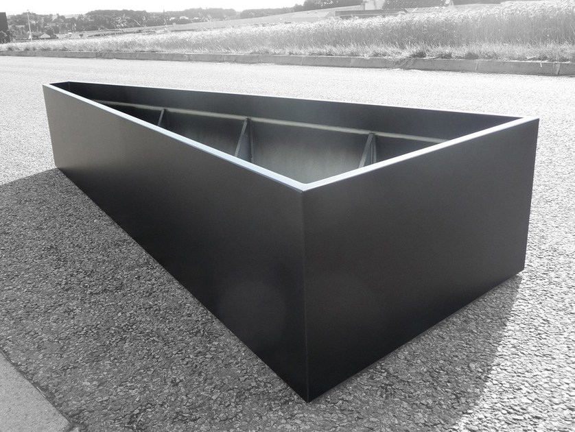 Fiber cement planter Triangular or trapezoidal planter by IMAGE'IN