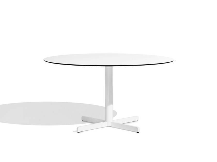 Round aluminium table with 4-star base SIT | Round table by Bivaq