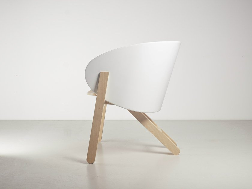 Beech easy chair with armrests CURVA | Beech easy chair by Branca Lisboa