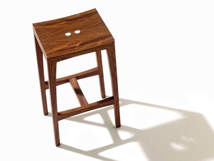 Sgabello alto da bar in legno otto sgabello da bar sixay furniture