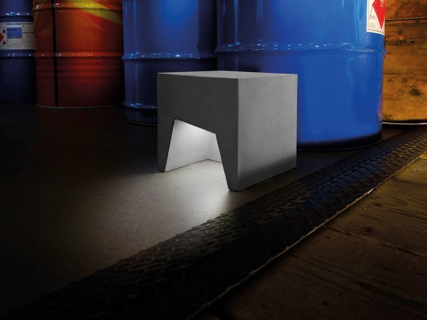 Cement Floor lamp CEMENTO STYLE MODULO A 118 by Lombardo