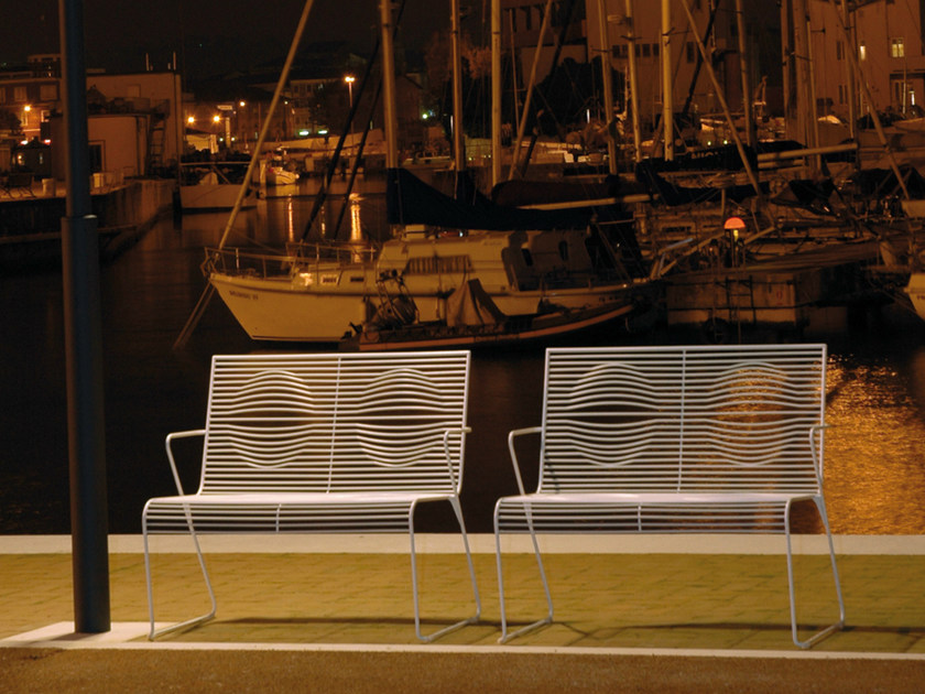 Powder coated steel Bench with armrests GRID | Bench by CIACCI