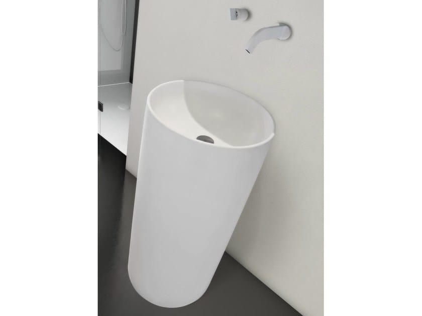Freestanding round washbasin TUBO by LASA IDEA