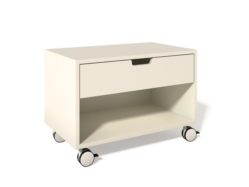 Lacquered bedside table with drawers with casters MODULAR NACHTTISCH | Bedside table with casters by Müller Möbelwerkstätten
