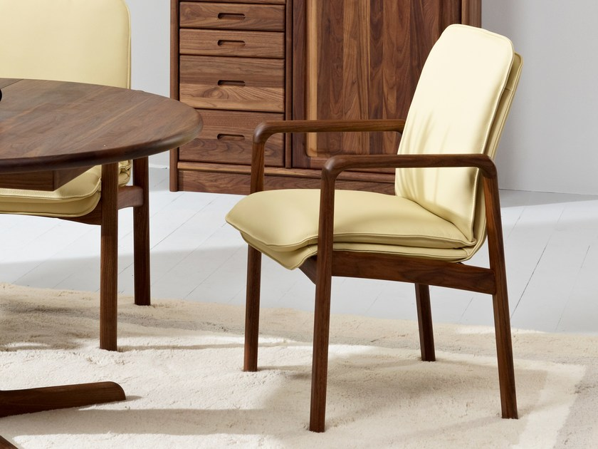 Walnut easy chair with armrests 8479AL | Easy chair by Dyrlund
