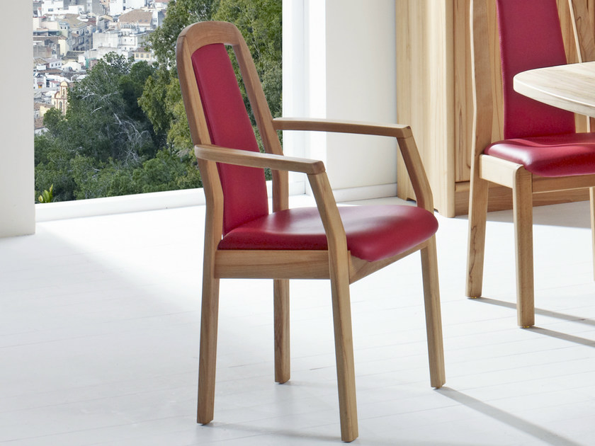 Wooden chair with armrests 1589AK | Chair with armrests by Dyrlund