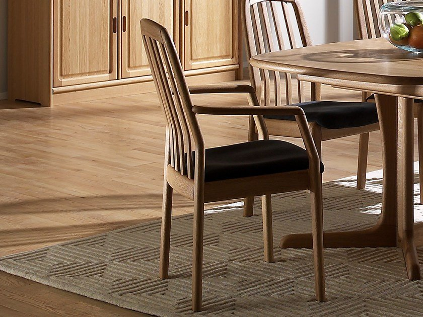 Wooden chair with armrests 1588A | Chair with armrests by Dyrlund