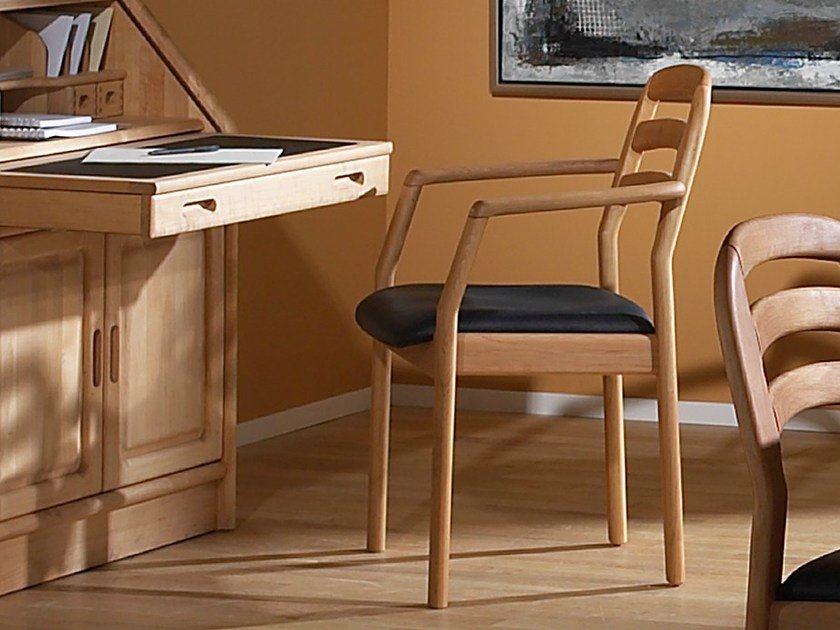 Wooden chair with armrests 1591A | Chair with armrests by Dyrlund