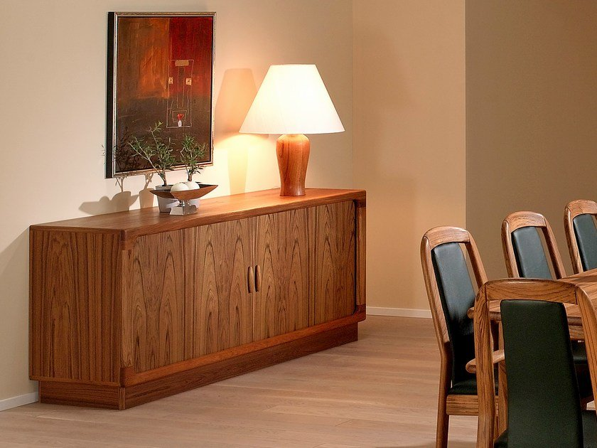 Wooden sideboard with doors 7865 | Sideboard by Dyrlund