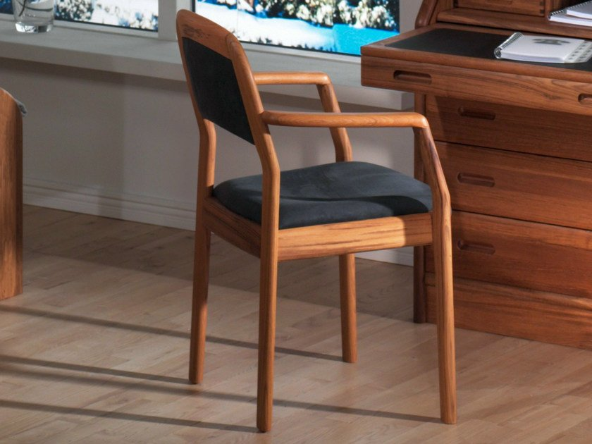 Wooden chair with armrests 1592A | Chair by Dyrlund