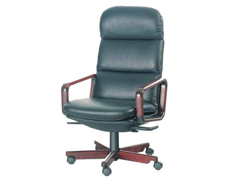 Executive chair with 5-star base 8497W | Executive chair by Dyrlund