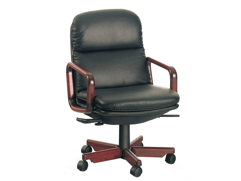 Executive chair with 5-star base 8795W | Executive chair by Dyrlund