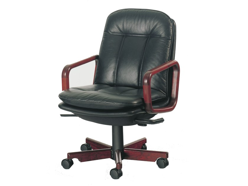Executive chair with 5-star base 8998W | Executive chair by Dyrlund