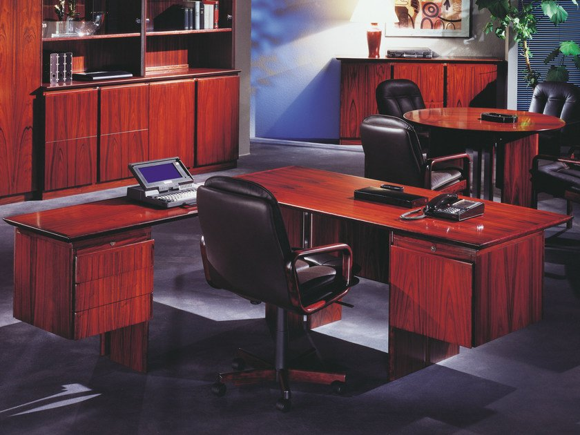 L-shaped executive desk APOLLO | L-shaped office desk by Dyrlund