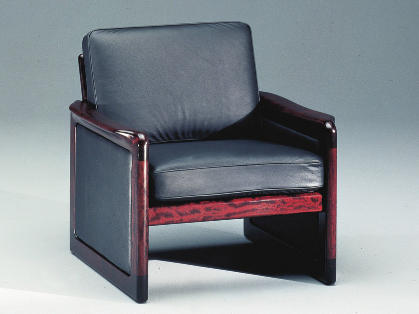 Classic style leather armchair with armrests 7820 | Armchair by Dyrlund