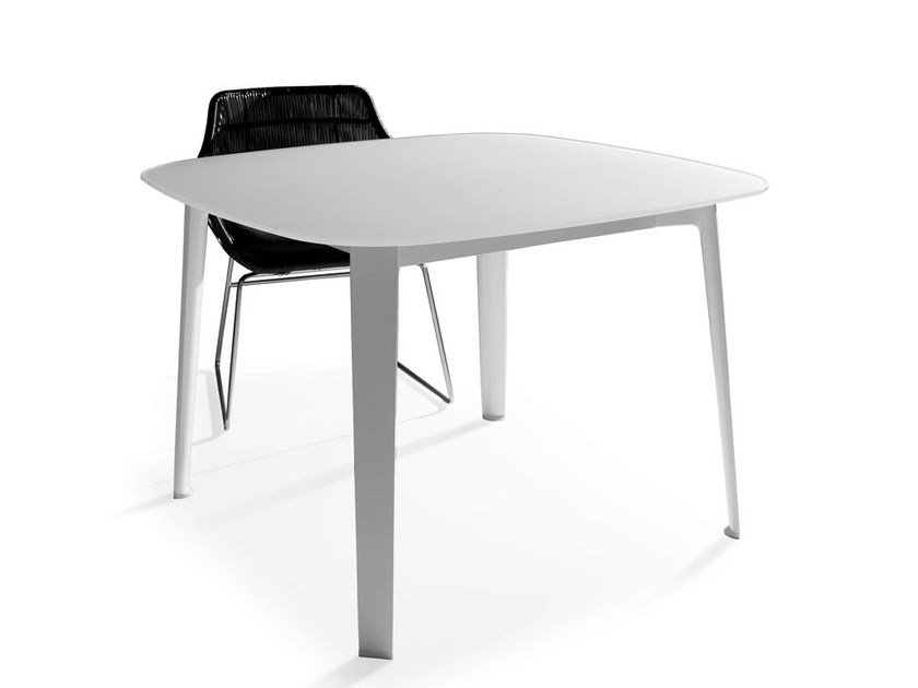 Square etched glass garden table GELSO | Garden table by B&B Italia Outdoor