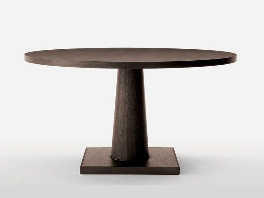 Round oak table CONVIVIO by Maxalto