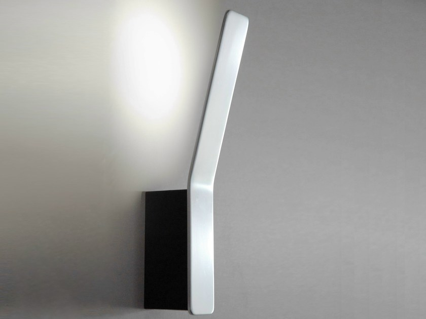 Applique a LED in alluminio TAPE LINEAR | Lampada da parete by Formagenda