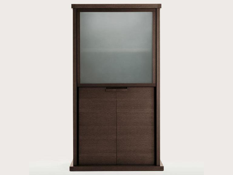 Wood and glass display cabinet INCIPIT | Display cabinet by Maxalto