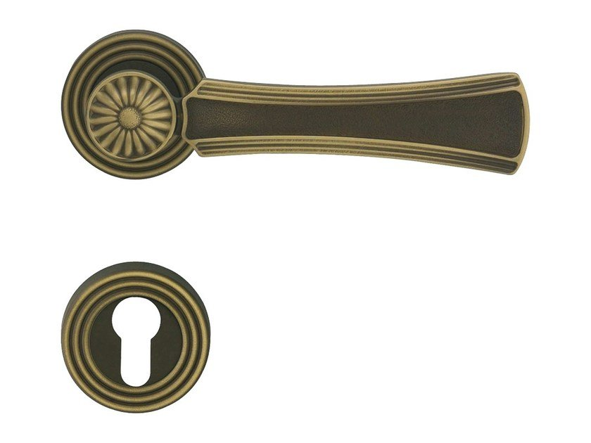 Chromed brass door handle on rose with lock DAISY | Door handle with lock by LINEA CALI'