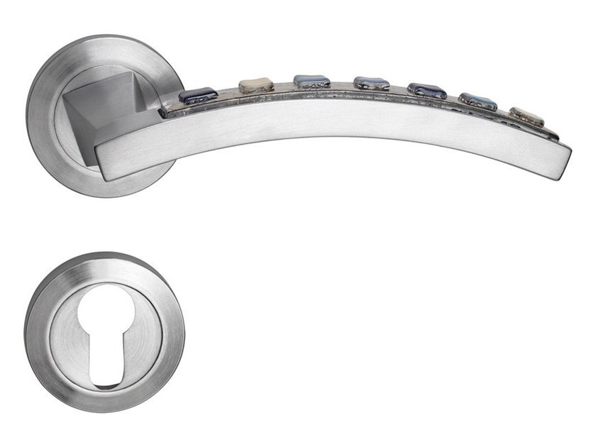 Chromed brass door handle on rose with lock MOMA | Door handle with lock by LINEA CALI'