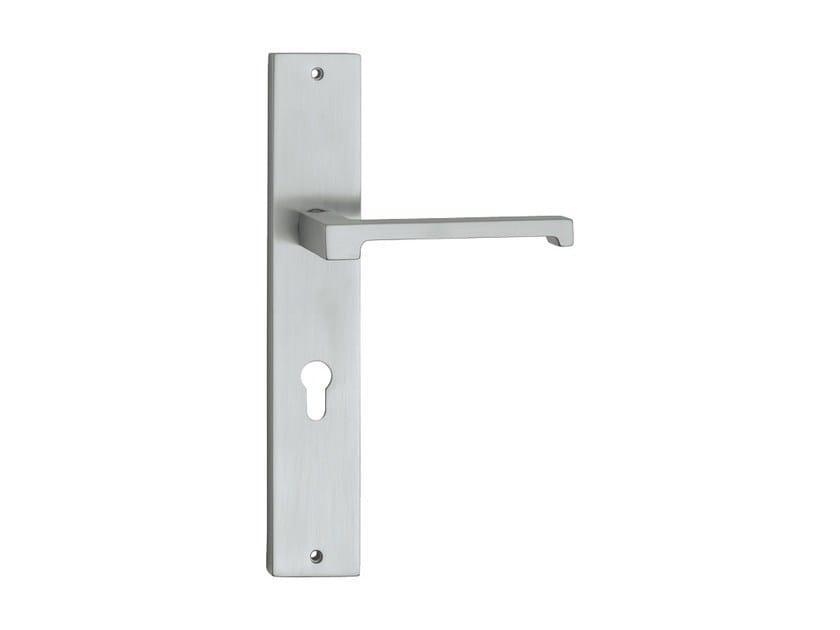 Chromed brass door handle on back plate OPEN | Door handle on back plate by LINEA CALI'