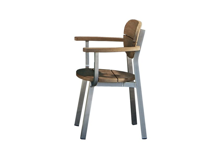 Stackable chair with armrests INOUT 124 by Gervasoni