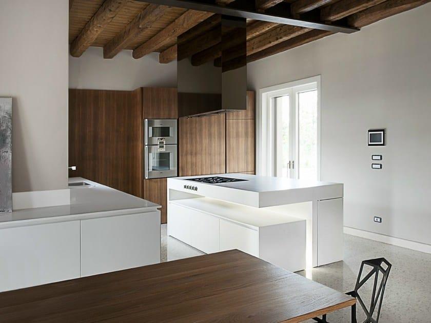HI-MACS® per top cucina Italia, Simone Piva. HI-MACS®, Alpine White. Fotografa: Francesca Bottazzin.