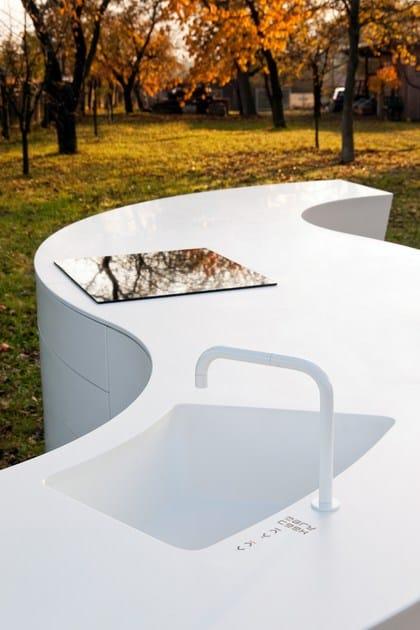 HI-MACS® per top cucina Maru - DODK - Peter Grube - Klöpfer Surfaces, Germania. HI-MACS® Alpine White. Fotografo: Architekturfotograf Steffen Spitzner
