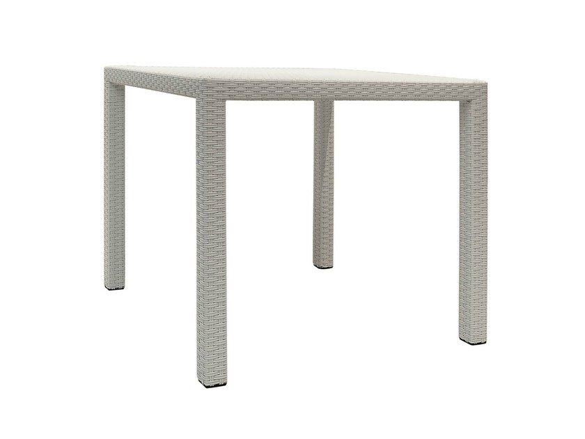 Square garden table INOUT 232 by Gervasoni
