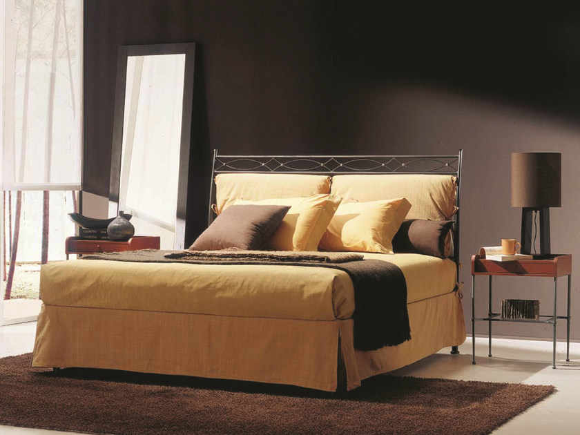 Classic style iron double bed EOLO | Double bed by Bontempi