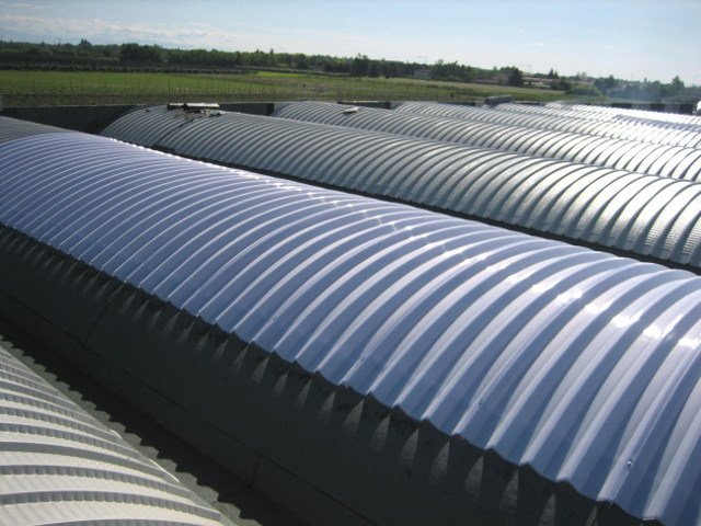Insulated metal panel for roof ALUCOP DACH by Alubel