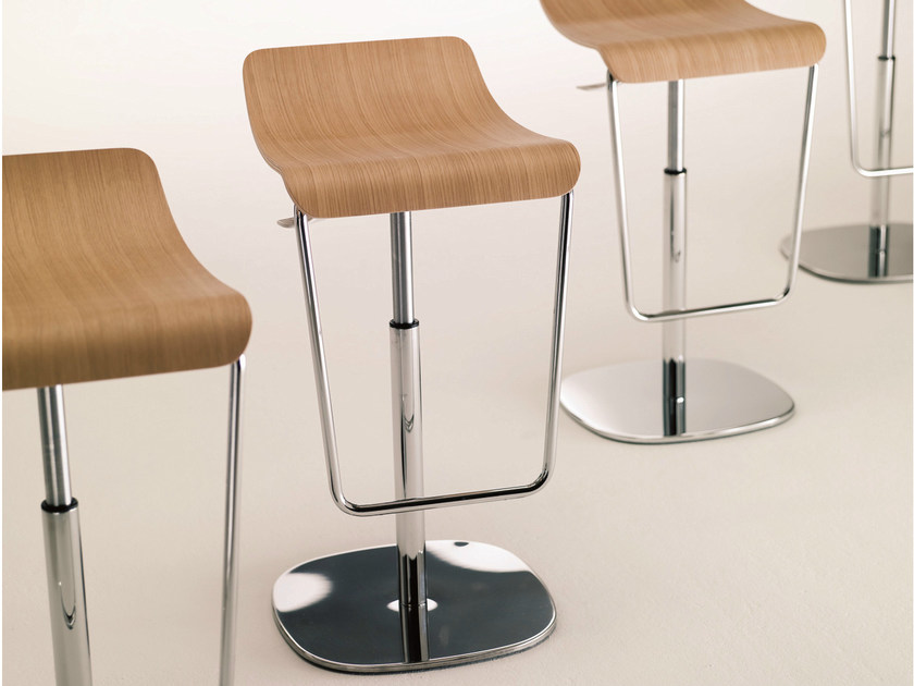 Height-adjustable wooden stool GAS by Bontempi
