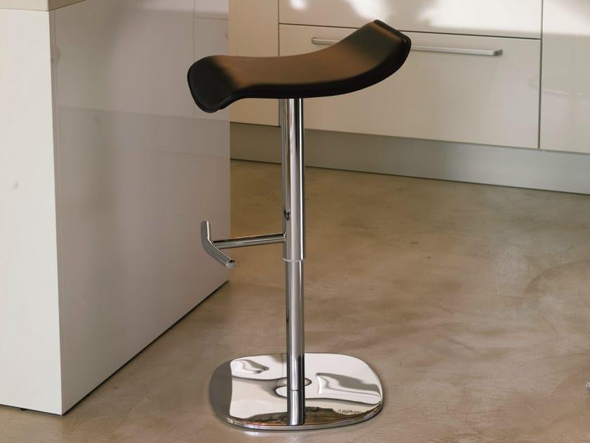 High height-adjustable stool LEZ by Bontempi