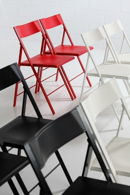 Folding chair with footrest POCKET COLOURED PLASTIC by arrmet