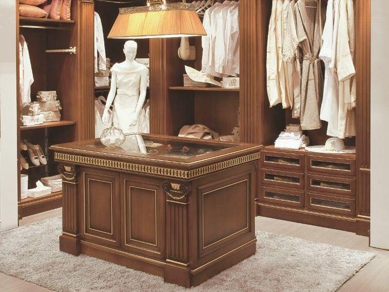 Classic style corner gold leaf walk-in wardrobe CLASSMODE OXFORD | Walk-in wardrobe by Turati & C.