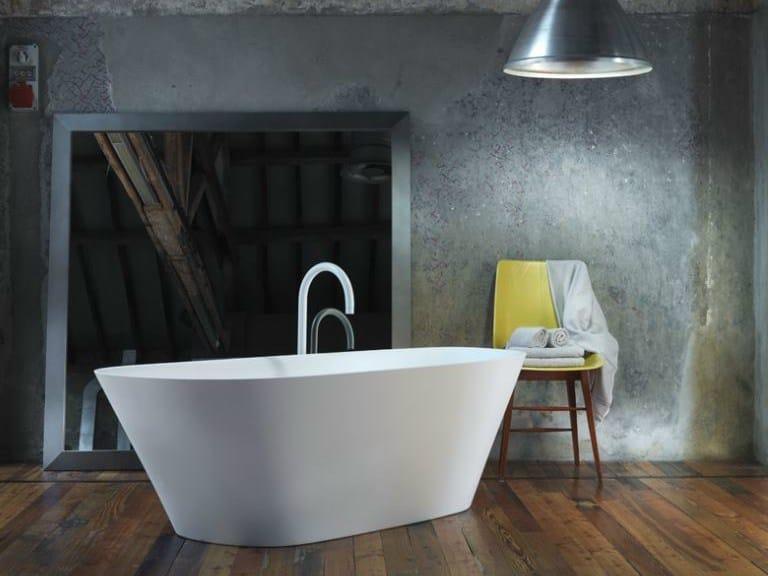 Freestanding Ceramilux® bathtub LEVEL 45 | Bathtub by FALPER