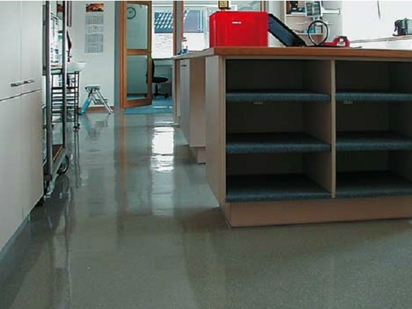 Synthetic material continuous flooring Triflex IWS-557 by Triflex Italia