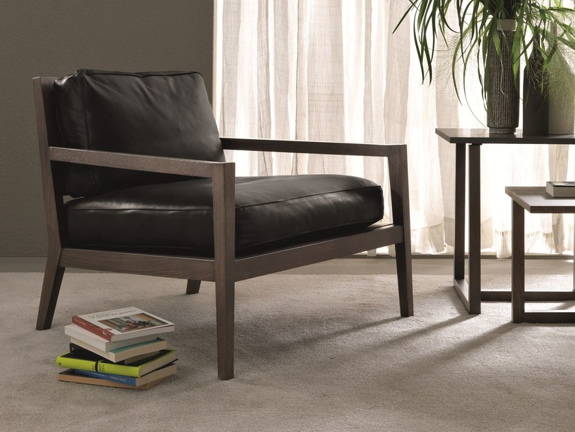 Upholstered leather armchair with armrests QUADRIA by MisuraEmme