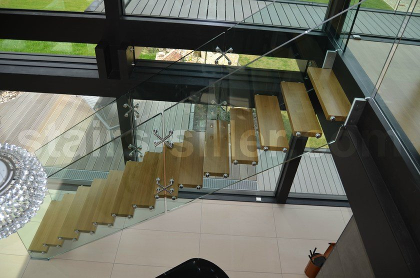 Self supporting glass Open staircase with lateral stringers Mistral / Staircase floating design by Siller Treppen