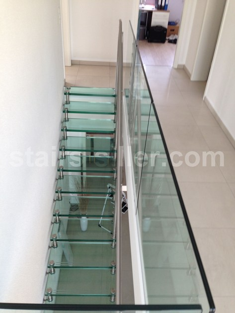 Self supporting glass and iron Open staircase STRAIGHT | Glass and iron Open staircase by Siller Treppen