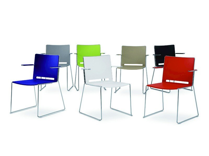 Sled base polypropylene chair with armrests LAFILÒ PLASTIC | Chair with armrests by Diemmebi