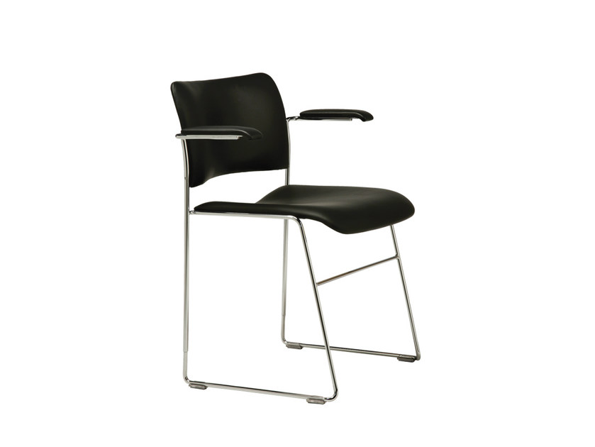 Sled base stackable chair with armrests 40/4 | Chair with armrests by Howe