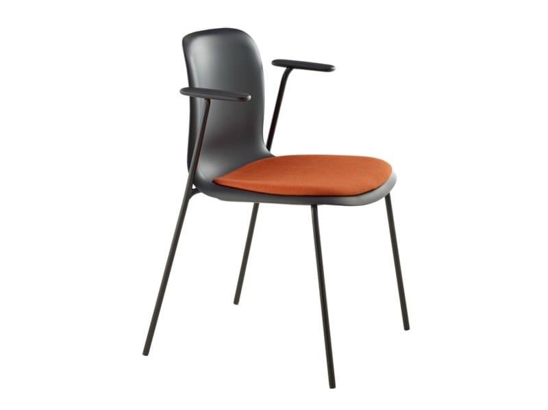 Chaise rembourrée avec accoudoirs SIXE | Chaise rembourrée by Howe