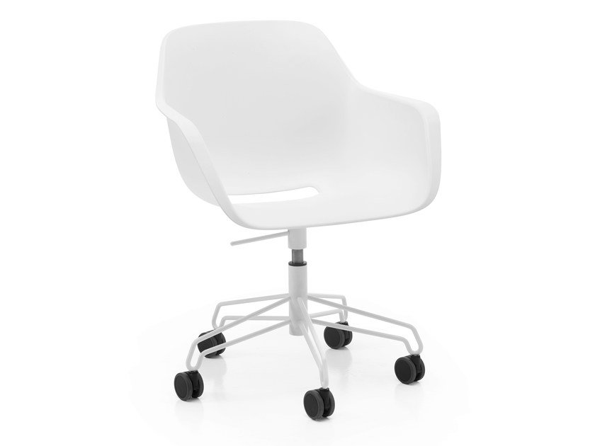 Chair with 5-spoke base with armrests with casters CAPTAIN'S CHAIR | Chair with 5-spoke base by Extremis