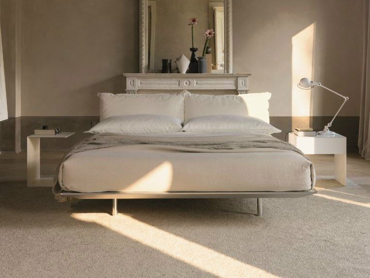 Double bed with upholstered headboard PLATZ | Bed by Désirée divani